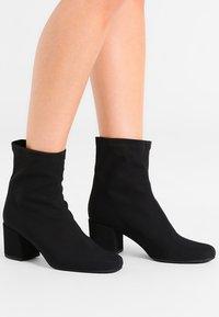 Pretty Ballerinas - Classic ankle boots - black - 0