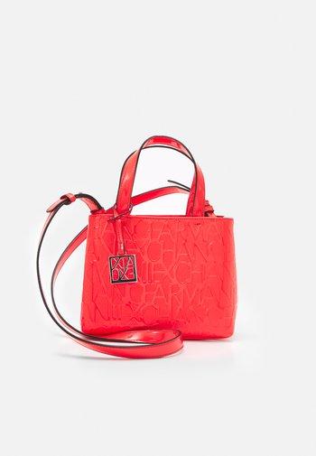 SMALL OPEN SHOPPING - Handbag - sangria