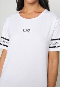 EA7 Emporio Armani - Print T-shirt - white - 6