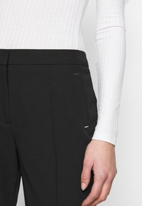 Dorothy Perkins Tall - UPSPEC ANKLE GRAZER WITH ELASTIC BACK - Trousers - black - 4