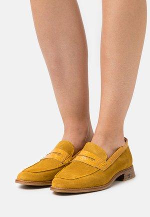 LOEL LOAFER - Nazouvací boty - gelb