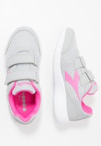 Diadora - ROBIN - Neutral running shoes - silver/pink passion - 1