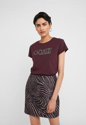 DIJALA - Print T-shirt - medium red
