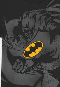 OVS - BATMAN - Print T-shirt - black beauty - 2