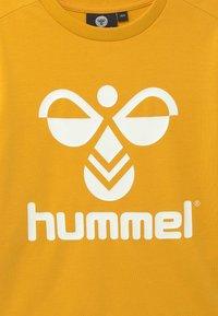 Hummel - DOS UNISEX - Sweatshirt - golden rod - 3