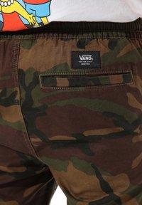 Vans - BY RANGE PANT - Pantalon classique - camo - 1