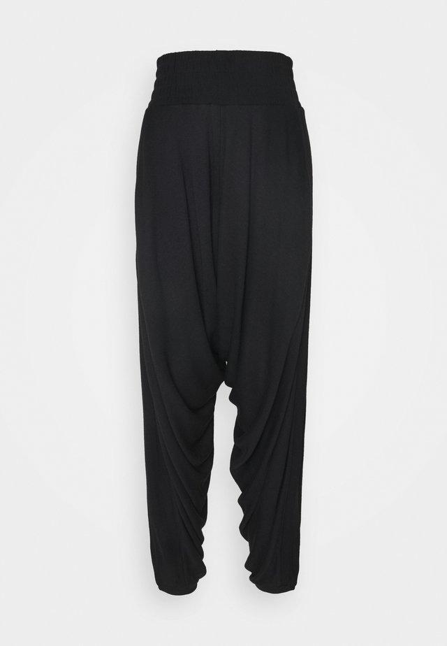 WINDY MEADOW SOLID HAREM - Teplákové kalhoty - black