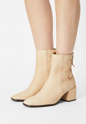Korte laarzen - volga crema