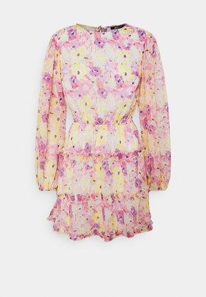 SONJA DRESS - Day dress - pink