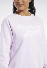 Reebok Classic - CLASSICS VECTOR CREW SWEATSHIRT - Bluza - pixel pink - 3