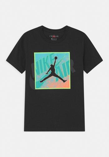 PATCH OVER - T-shirt z nadrukiem - black