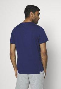 Tommy Hilfiger - TEE - T-shirt z nadrukiem - blue - 2