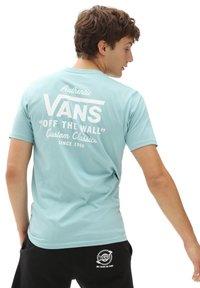 Vans - MN HOLDER STREET II - Print T-shirt - cameo blue - 1