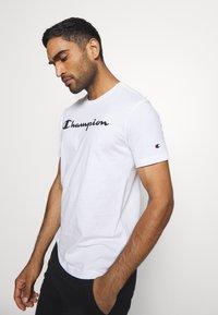 Champion - LEGACY CREWNECK - Print T-shirt - white - 3