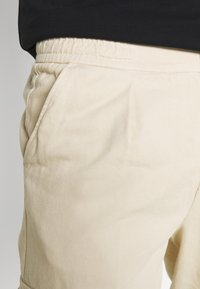 Redefined Rebel - JACOB PANTS - Cargo trousers - sandshell - 3