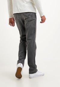 Wrangler - TEXAS STRETCH - Jeans straight leg - graze - 2