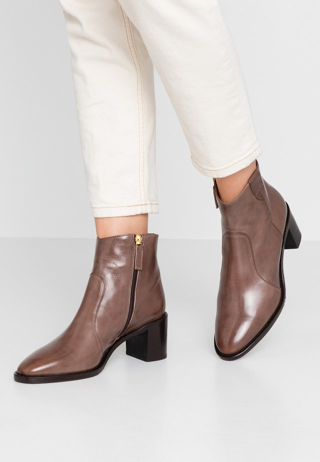 Classic ankle boots - mouse