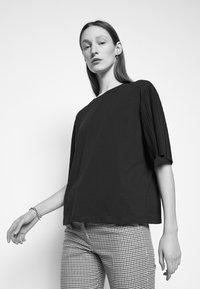 WEEKEND MaxMara - BUGIA - Print T-shirt - blau - 3