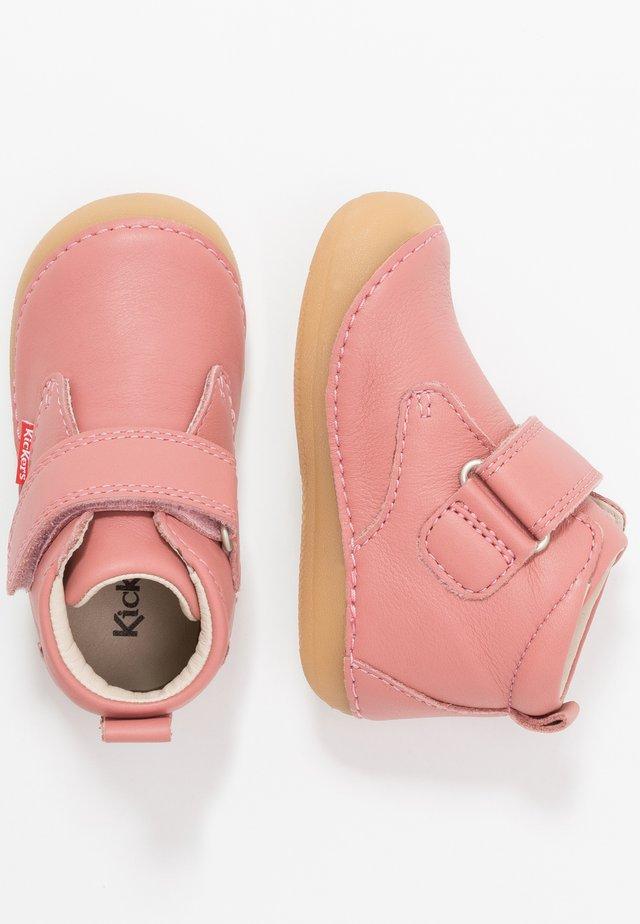 SABIO - Lær-at-gå-sko - rosé antique