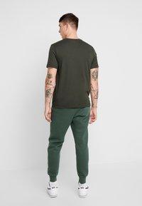 Nike Sportswear - CLUB - Tracksuit bottoms - galactic jade - 2