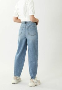 Pimkie - SLOUCHY HIGH WAIST - Jeansy Relaxed Fit - denimblau - 2