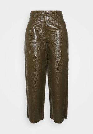 ASTON PANTS - Leather trousers - desert palm