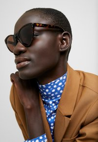Gucci - Sluneční brýle - havana/brown - 1