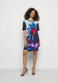 PS Paul Smith - WOMENS PRINTED DRESS - Obleka iz džersija - dark blue - 1