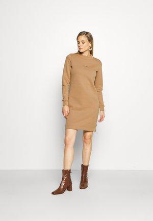 MINI CALVIN KLEIN SWEATDRESS - Jersey dress - soft camel