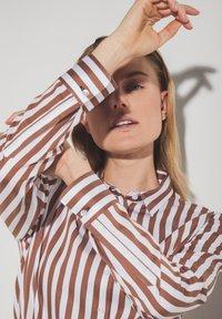 Eterna - Button-down blouse - braun weiß - 2