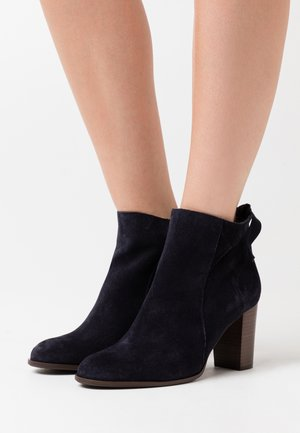 AULIQUE - Ankle boots - marine