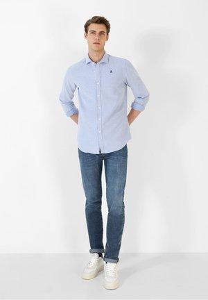 SLIM FIT OXFORD - Shirt - light blue