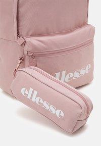 Ellesse - VALLI SET UNISEX - Rucksack - pink - 4
