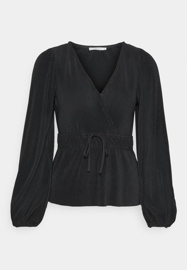 PLISSE WRAP BLOUSE - Långärmad tröja - black