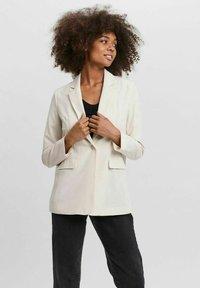 Vero Moda - VMZELDA - Short coat - birch - 0