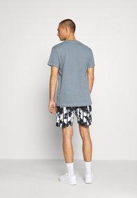 Jack & Jones PREMIUM - JPRAIDEN TEE CREW NECK AMERICAN FIT - Basic T-shirt - faded blue - 2