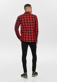 Only & Sons - ONSOZEAN MIXED CHECKED REGULAR SHIRT - Shirt - light red - 2