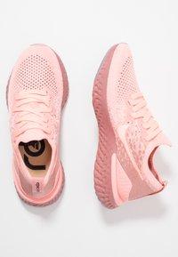 Nike Performance - EPIC REACT FLYKNIT 2 - Juoksukenkä/neutraalit - pink tint/rust pink/celestial gold/black - 1