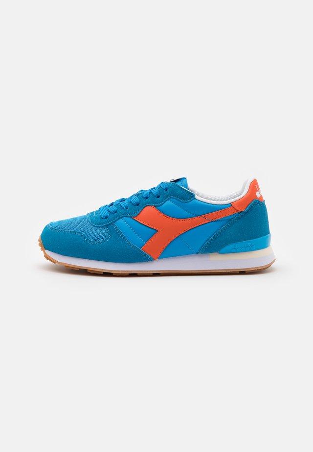 Sneakers - swedish blue/red orange