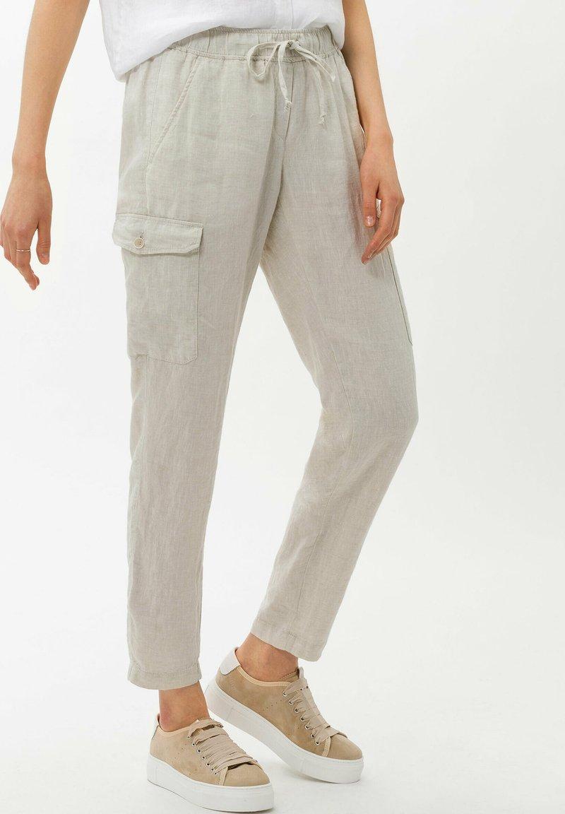 BRAX - STYLE MAREEN - Cargo trousers - light beige