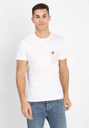 CONTRAST POCKET - Print T-shirt - white/dusky lilac