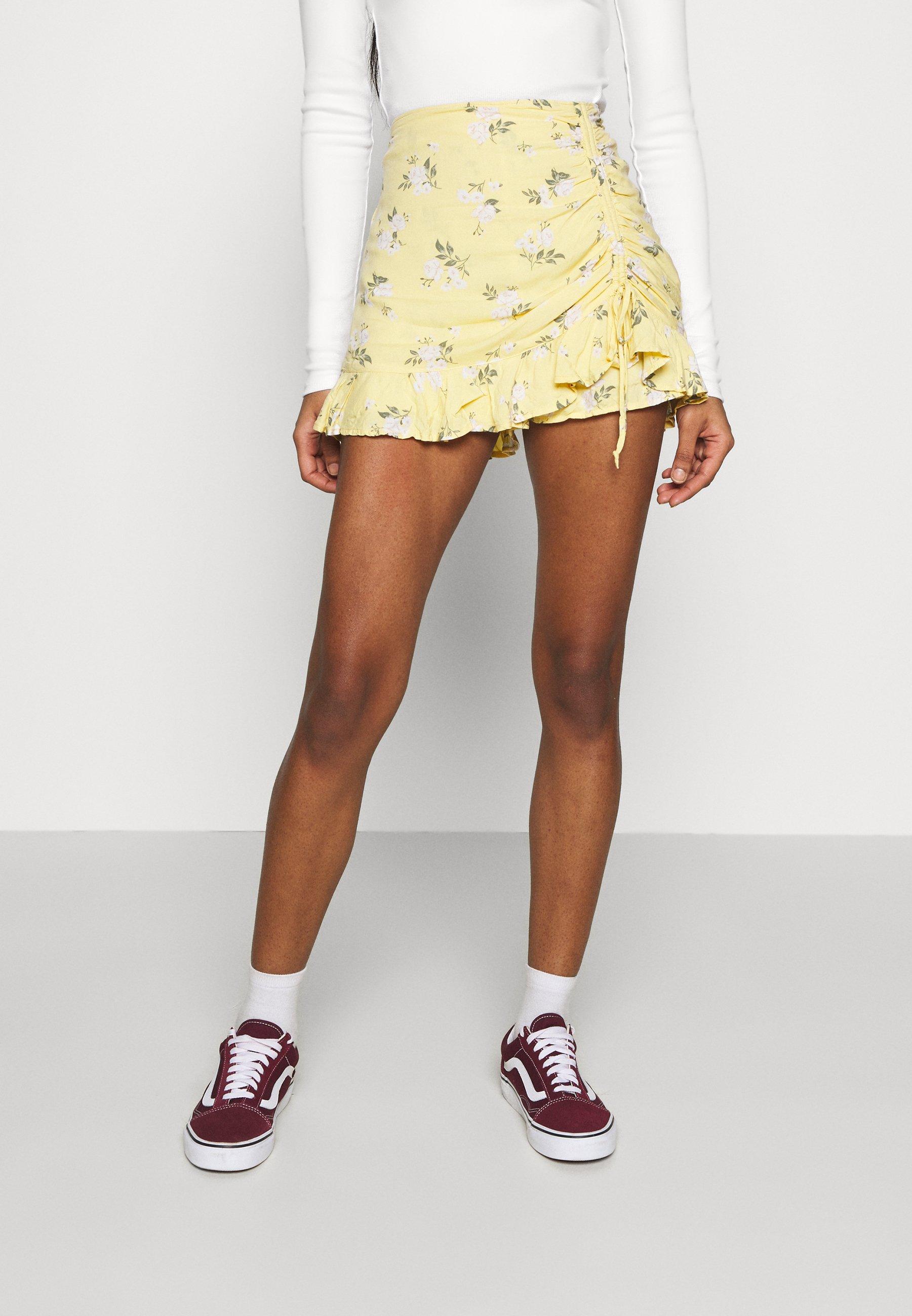Femme RUFFLE SKORT - Short - yellow