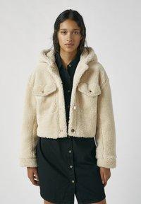 PULL&BEAR - Zimní bunda - beige - 0