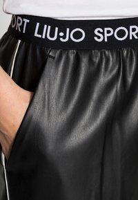 Liu Jo Jeans - PANT SPALMATO - Trousers - nero - 4