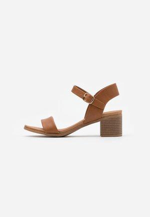 PLATYPUS BLOC HEEL  - Sandals - tan