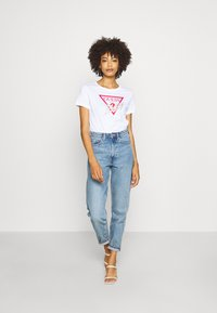 Guess - ICON  - T-shirt imprimé - true white - 1