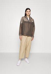 Nike Sportswear - EARTH DAY - Cortaviento - black/white - 1