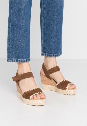 Platform sandals - new whiskey
