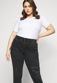 ONLY Carmakoma - CARRUSH LIFE REG SK ANK RAW - Jeans Skinny Fit - black denim - 3
