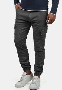 INDICODE JEANS - CARGOHOSE BROMFIELD - Cargo trousers - dark grey - 0